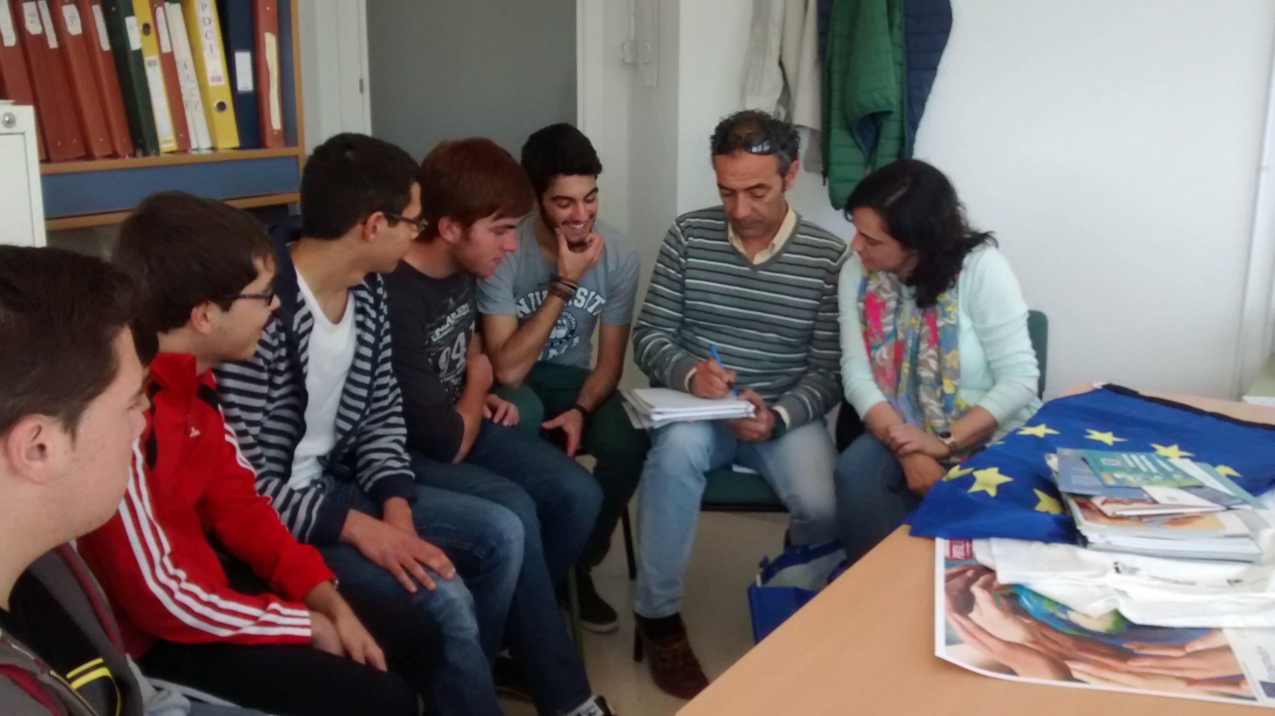 Reunión grupo de jóvenes del IES Felipe Solís de Cabra. 12 de marzo de 2015.
