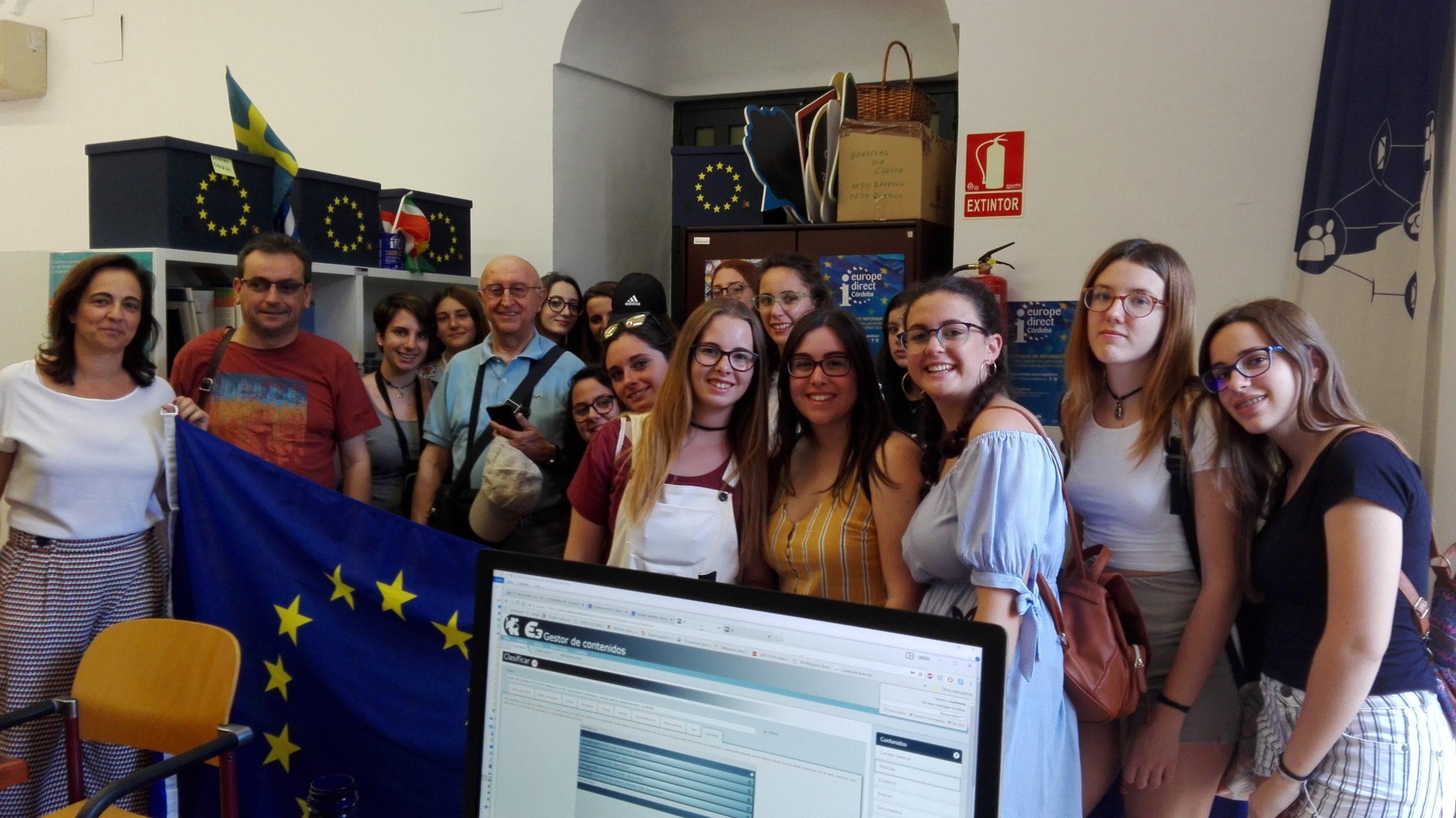 Visita a nuestro centro de un grupo de intercambio juvenil del Ayuntamiento de Carcabuey.